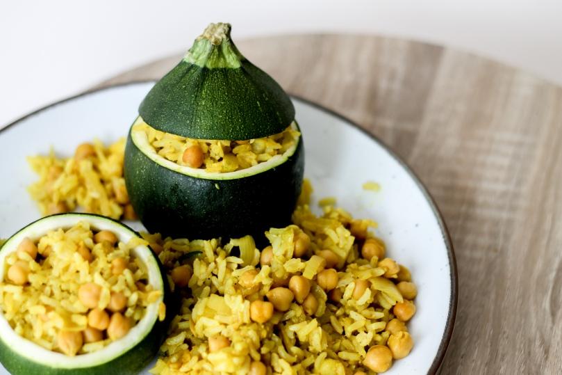 Gefüllte Zucchini mit Reis und Kichererbsen